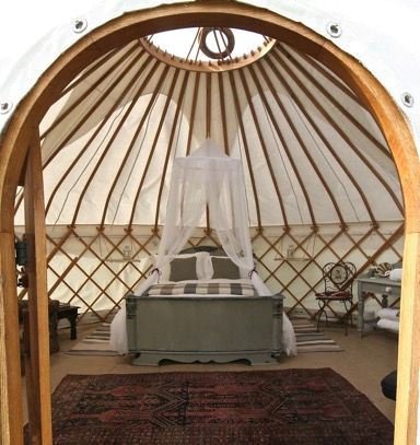 roundhouse-yurts-peep-through-the-door
